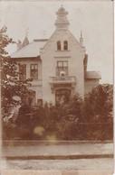 Foto Villa Mit Frau Auf Balkon - Ca. 1900 - 16*10cm (34071) - Orte
