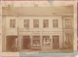 Foto Geschäft CigarrenFabrick U. Lager J. C. Hester - Manufactur - Holländische Waarenhandlung - Ca1900 - 11*8cm (34078) - Orte