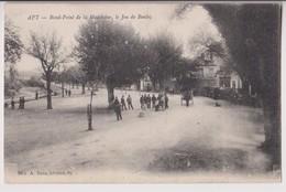 APT : LE ROND POINT DE LA MADELEINE - LE JEU DE BOULES ( PETANQUE ) - ECRITE EN 1917 - 2 SCANS - - Apt