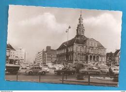MAASTRICHT STADHUIS  ANIMATA CARS CARTOLINA FORMATO PICCOLO 1964 STORIA POSTALE - Maastricht