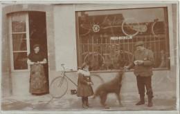 OP17- 82 CASTELSARRASIN - DEVANTURE D'UN COMMERCE DE CYCLES  - PNEUS MICHELIN  AU N° 33 - (VÉLO - 2 SCANS) - Castelsarrasin