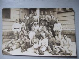 LES JULES DU 163 / CARTE PHOTO  DE SOLDATS - Uniformi