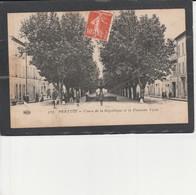 84  PERTUIS -  Cours De La République Et La Fontaine Verte - Pertuis