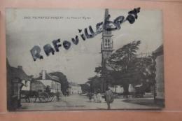Cp  Plonevez Porzay La Place Et L'eglise N 3468 - Plonevez-du-Faou