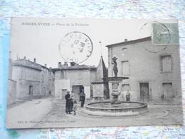 Place De La Fontaine - Aigues-Vives