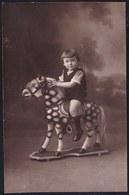 CARTE PHOTO - ENFANT SUR UN CHEVAL DE BOIS - JOUET - Super état ! CHILD ON WOODEN HORSE - TOY - Jeux Et Jouets