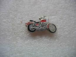 Pin's Moto De Couleur Rouge - Motorbikes