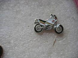 Pin's Moto De Couleur Blanche - Motorbikes