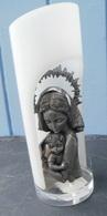 Statuette VIERGE MARIE Et JESUS En étain D'art, Ciselé Main, Dans Un Support Moitié Ouvert - Etains
