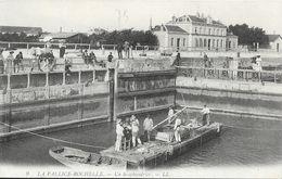 La Pallice-Rochelle - Un Scaphandrier Dans Le Bassin - Carte LL N° 9 Non Circulée - La Rochelle