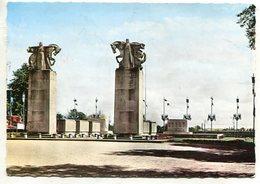 FRANCE - AK 321062 Lunéville -Monument Sur Morts - Luneville