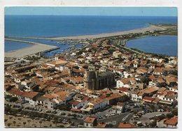 FRANCE - AK 321086 Les Saintes-Maires-de-la-Mer - Vue Aérienne, Le Village Et Le Port - Saintes Maries De La Mer