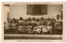 CPA     CAMEROUN    YAOUNDE    LA LECON DE LECTURE     SOEURS MISSIONNAIRES - Cameroon