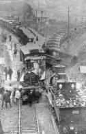 """V12386 Photo  La Vie Du Rail - Accident Ferroviaire  Près De Pont De L'Arche  """" Train, Locomotive """" - Pont-de-l'Arche"""