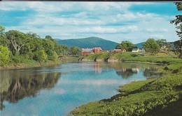 AMERIQUE---picturesque Vermont Scene--this Farm, Located On The Connecticut Is Typical--voir 2 Scans - Etats-Unis