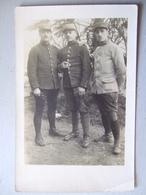 GROUPE DE TROIS SOLDATS EN UNIFORMES - Uniformi