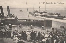 I.O.W BOATS LEAVING SOUTHSEA BATEAUX - Portsmouth