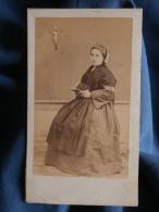 Photo CDV P. Dufour à Tarbes - Religion, Bernadette Soubirou Assise Avec Missel L337 - Old (before 1900)