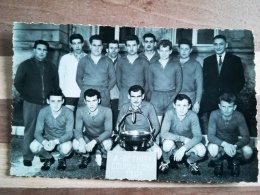 60 - BETHISY SAINT PIERRE - FOOTBALL - A- BETHISY - COUPE DE L'OISE 1961 - CARTE PHOTO FORMAT CPA VIERGE - - Francia