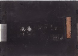 PLAQUE De VERRE ,,,,OMBRES CHINOISES,,,,SERIE ,,: MARHE De BEC En ZINC,,,TBE,,, Beaucoup Mieux Sur La Plaque,,,,rare - Plaques De Verre