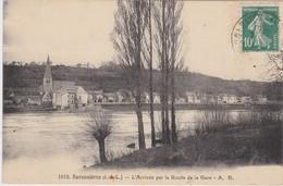37 -  SAVONNIÈRES  L'arrivée Par La Route De La Gare - Other Municipalities