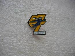 Pin's De La Poste Du Département 57 - Mail Services