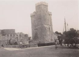 La Rochelle 17 - Photo Du Port, Tour De La Lanterne, Enfant, Charette - Lieux