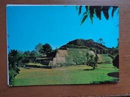 El Salvador / Las Piramides De Tazumal, Chalchuapa --> Unwritten - El Salvador