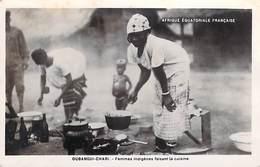 A O F-OUBANGUI CHARI (Republique CENTRAFRICAINE RCA) Femmes Indigènes Faisant La Cuisine ( Enfant) - Zentralafrik. Republik