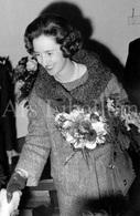 Postcard / ROYALTY / België / Belgique / Koningin Fabiola / Reine Fabiola / Etterbeek / Au War Memorial / 1962 - Etterbeek