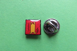 Pin's, KEITH HARING, Rouge - Badges