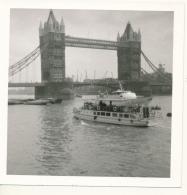 M33 - Boats And Tower Bridge - LONDON UK 1967 - Boats