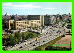 HELSINKI, FINLANDE -  MANNERHEIMINTIE FROM PARLIAMENT BUILDING TOWARDS EROTTAJA - KUULTOKUVA - - Finlande
