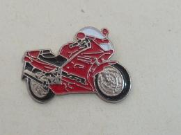 Pin's MOTO HONDA VFR 750 - Motorbikes