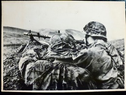 PHOTO WW2 WWII : WAFFEN Camo En ACTION Av MG-34        //W - Guerre, Militaire