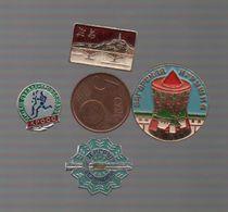 BROCHES RUSSE ET UNE ASIATIQUE LE PONT - Badges