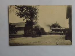 C.P.A. 62 ROEUX : Le Passage à Niveau Avec Locomotive Fumante, En 1915, SUPERBE - Autres Communes
