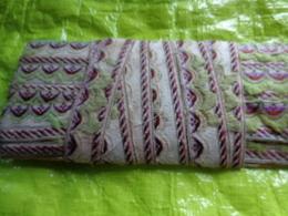 Passementerie Vert Grenat (laine)  5.25 X2.8cm - Dentelles Et Tissus