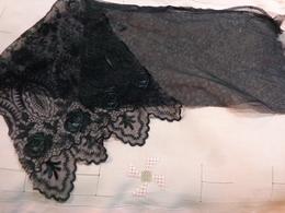 Lot De Dentelle Noire Et Passementerie Et Col (a Determiner) Pour Restauration Ou Autre - Laces & Cloth
