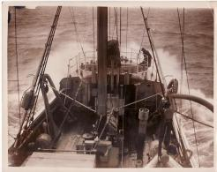 England Fishery Protection Flotilla Stormy North Sea Bateau Pêche Tempête Old Photo 1932 - Bateaux