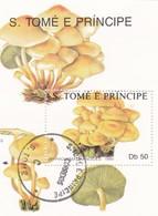 FRANCOBOLLO DELLA REPUBBLICA  S. TOME' E PRINCPE - HYPHOLOMA CARNOIDES 1990 - Sao Tomé E Principe