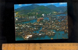HONG KONG China : Aberdeen With Floating Seafood Restaurants Junks And Sampans At The Harbour / 1974 - China (Hong Kong)