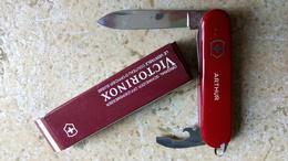 VICTORINOX The Original Swiss Army Officer's Knife Couteau Suisse Véritable Dans Sa Boîte Personnalisé ARTHUR - Vintage - Unclassified