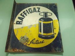 ANCIENNE PLAQUE EN TÔLE DOUBLE FACE  RAFFIGAZ - Advertising (Porcelain) Signs