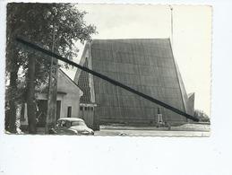 CPSM -  Estrées Deniecourt - (Somme) - Eglise Et Monument Aux Morts (auto , Voiture Ancienne Simca Aronde ) - France