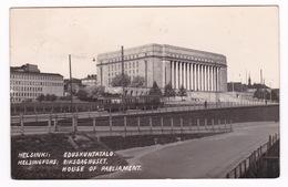 Jolie CPSM Finlande, Helsinki, Parlement. Années 1940 - Finland