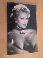 CARPO418 : Carte Postale N&B / Photo Vedette De Cinéma MARTINE CAROL,  Années 50/60 PHOTO Editions Du Globe - Actors