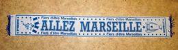 RARE VINTAGE VERITABLE ECHARPE ALLEZ MARSEILLE FIER D'ÊTRE MARSEILLAIS NO COPIE - Habillement, Souvenirs & Autres