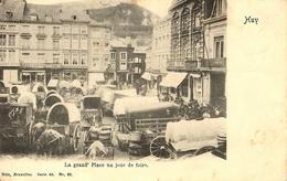 Huy.  La Grand Place Un Jour De Foire - Hoei