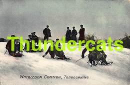 CPA FEMME HOMME  COUPLE  TOBOGGANING TRAINEAU LUGE WIMBLEDON COMMON - Sports D'hiver